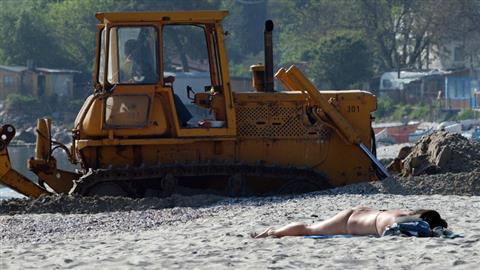 Tуристите искат плажове, а не битпазар