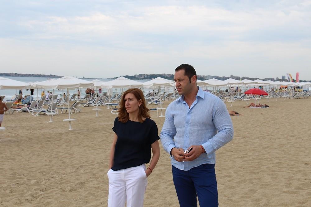 Министър Ангелкова не видя нарушения по плажовете в Слънчев бряг