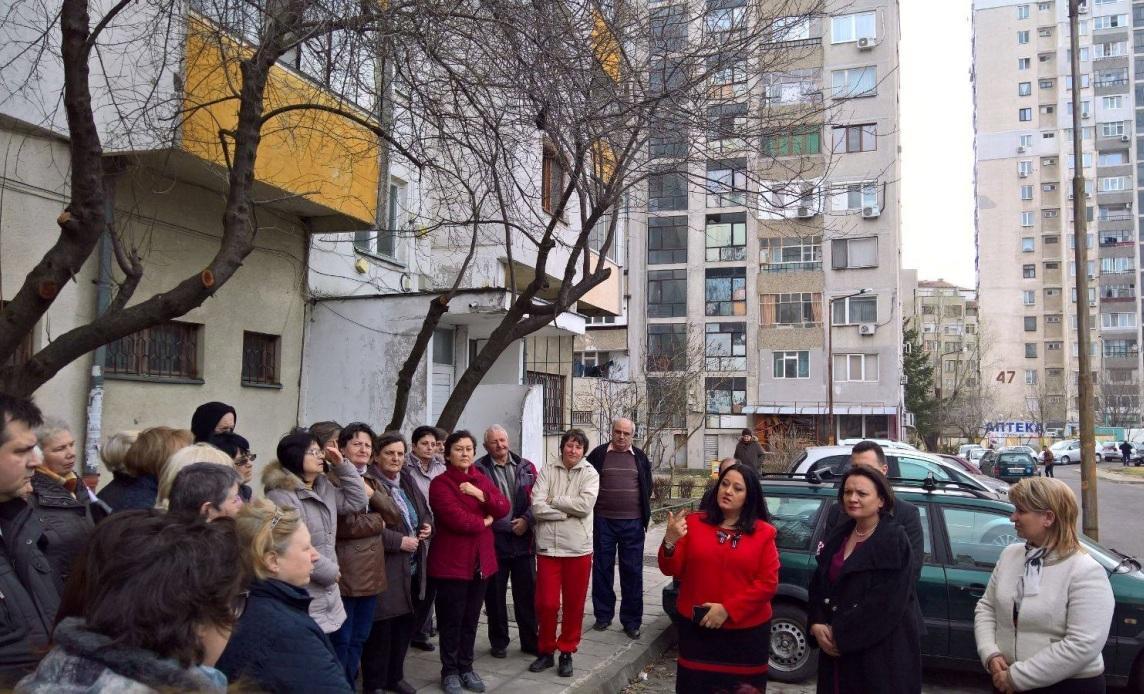 Ивелина Василева и Лиляна Павлова се запознаха на място със санирането в Бургас