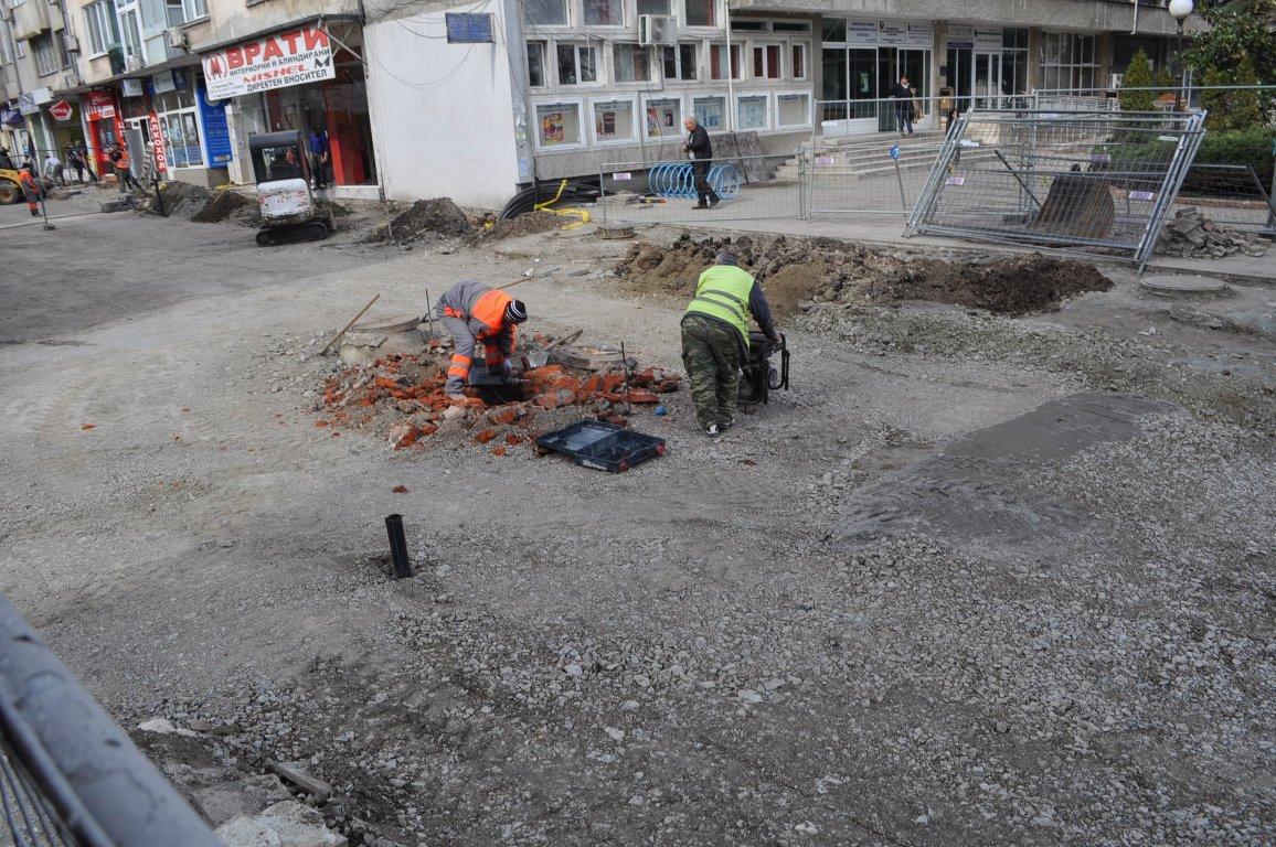 """Най-трудният етап от ремонта на """"Фердинандова"""" приключва – подмяна на водопроводите"""