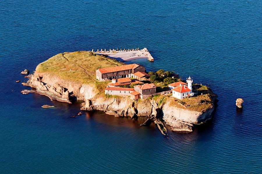 Остров Света Анастасия се готви за лято 2017