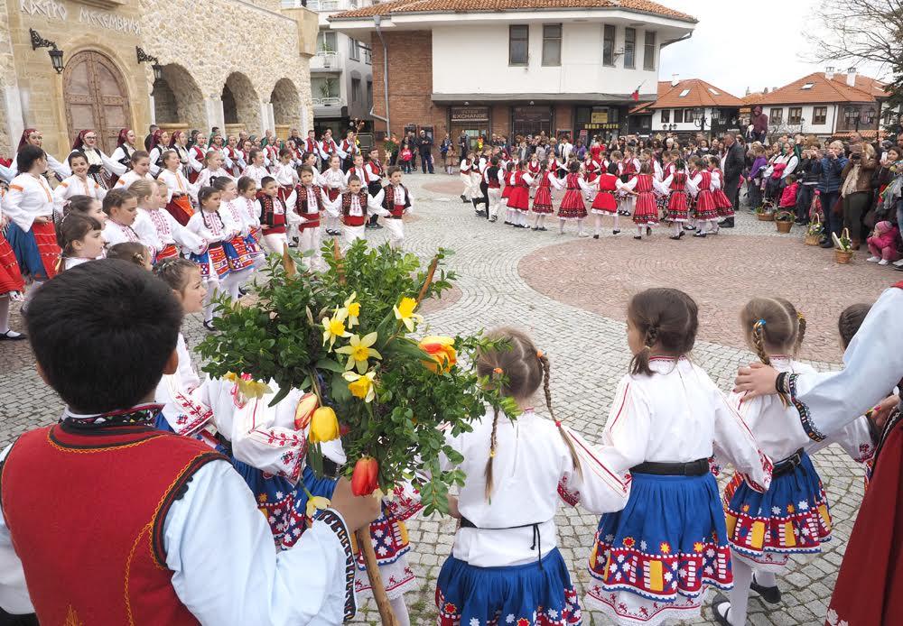 150 деца огласиха улиците на Несебър за Лазаровден