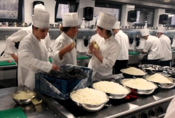 Обучават безплатно готвачи в Бургас