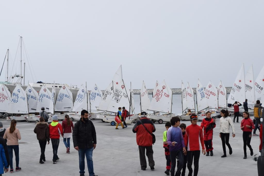 """От днес бургазлии ще могат да се любуват на международната регата """"Порт Бургас-Бургаска ветроходна седмица"""""""