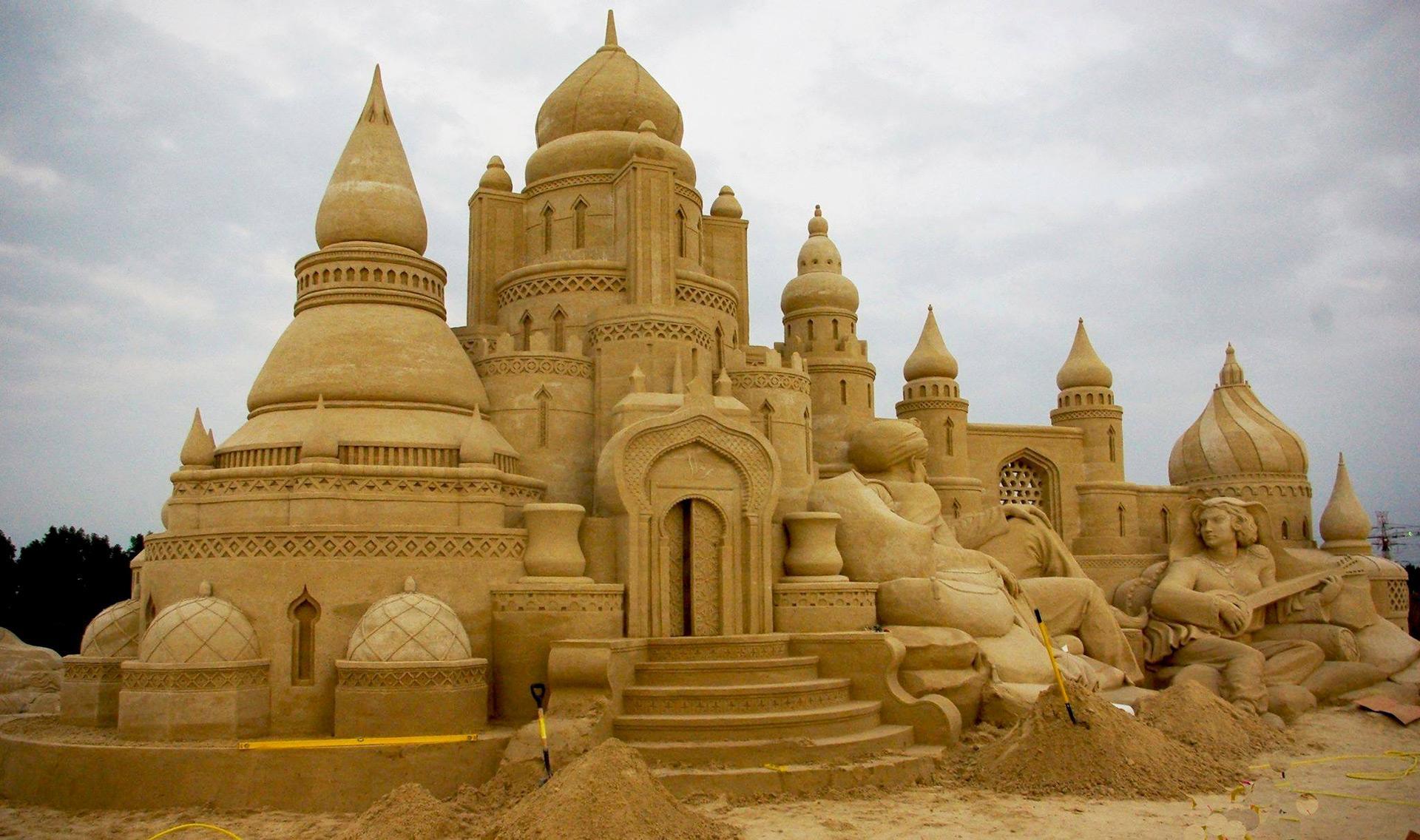 Пясъчни приказки събират 21 скулптори от цял свят в Бургас