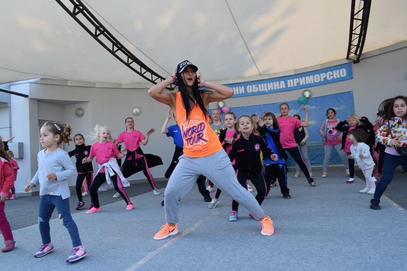 Танцов маратон събра почитатели на зумба в Приморско