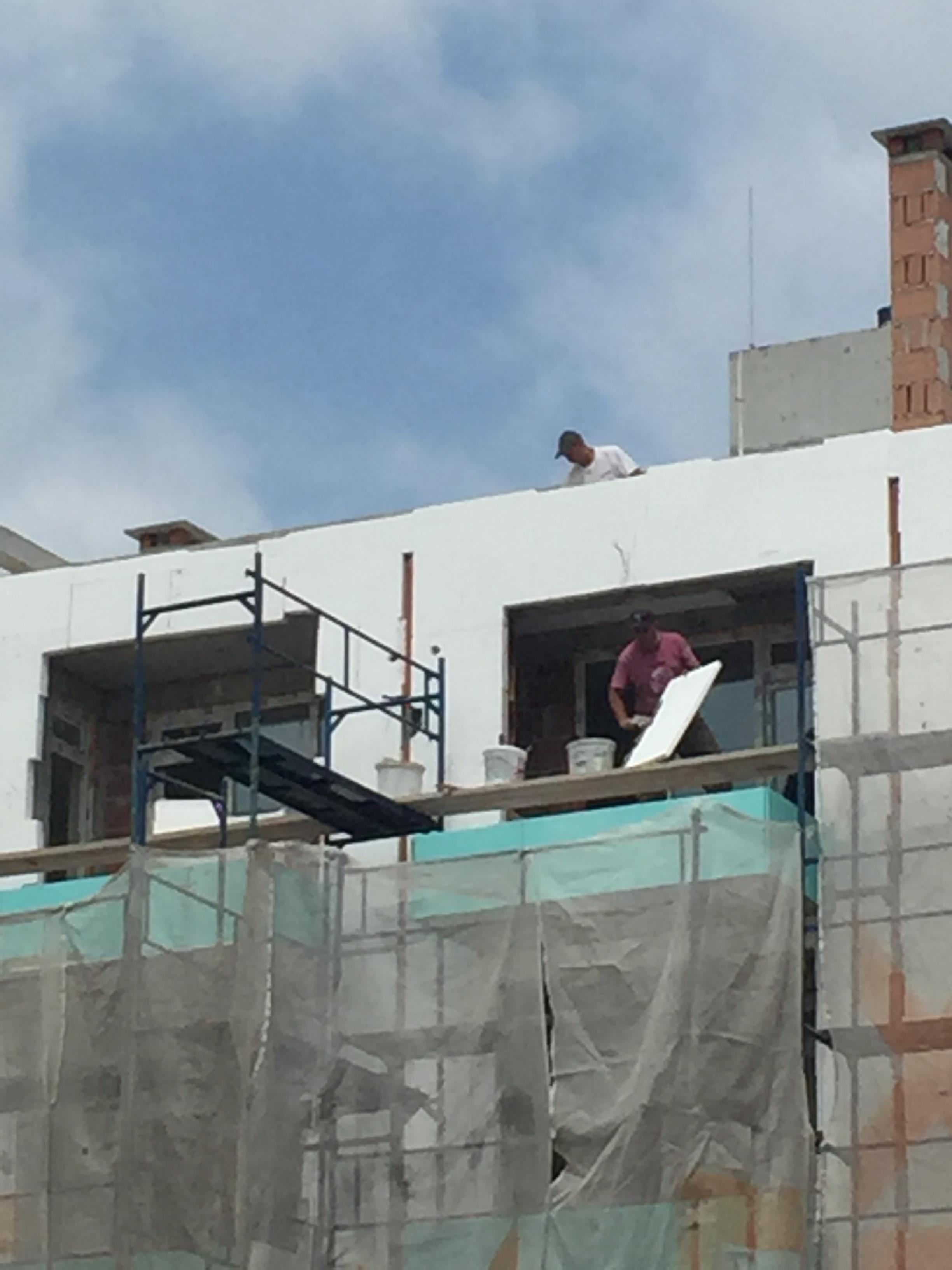 Община Поморие нарушава забраната си, строителството в града продължава
