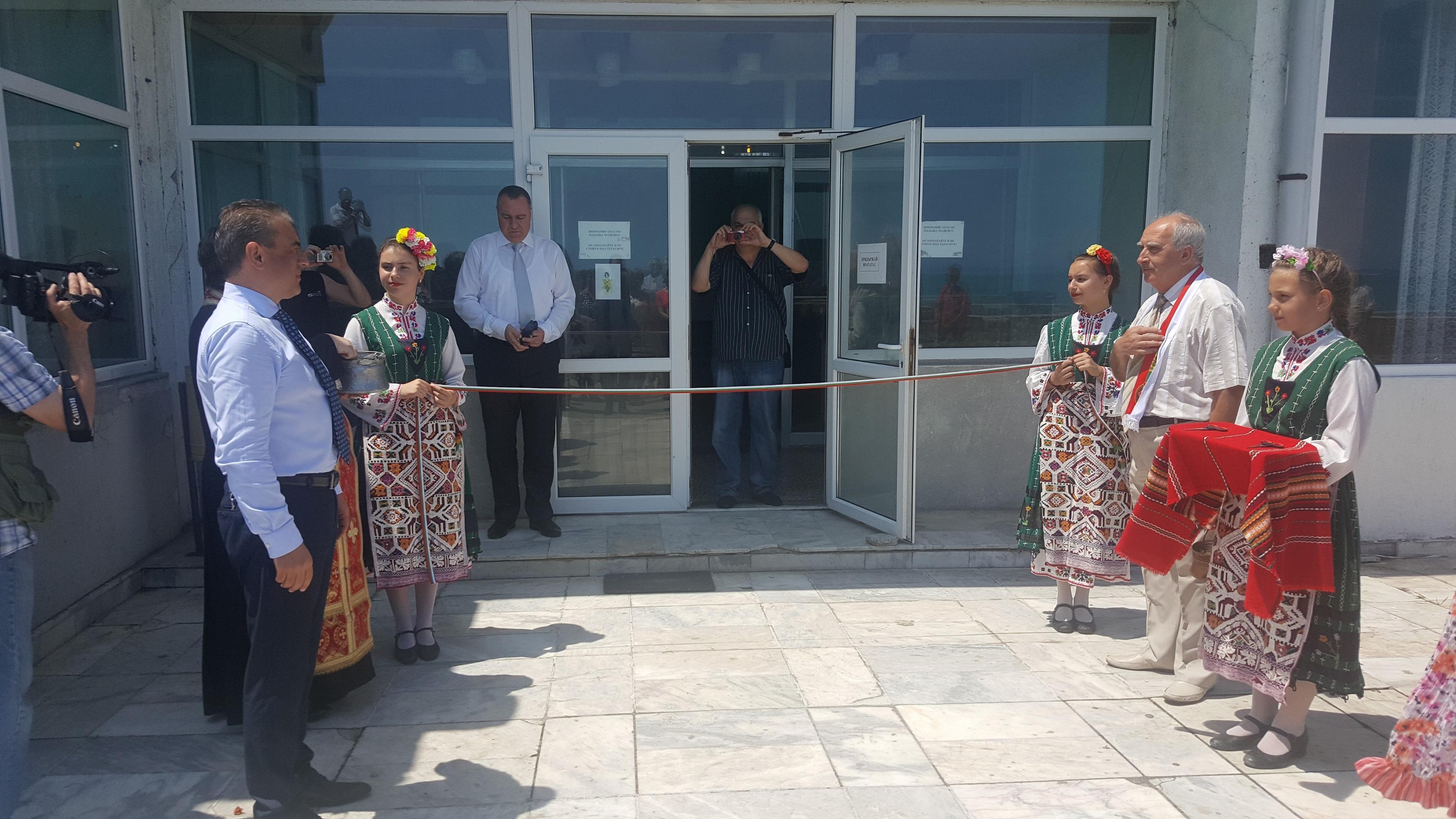 """Откриха """"Вита"""" в Поморие, кметът на града спретна скандал на събитието"""