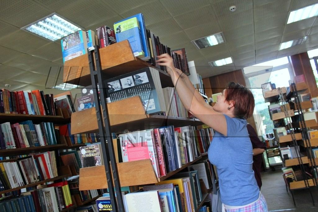 """Библиотека """"Яворов"""" търси четящи доброволци за лятото"""