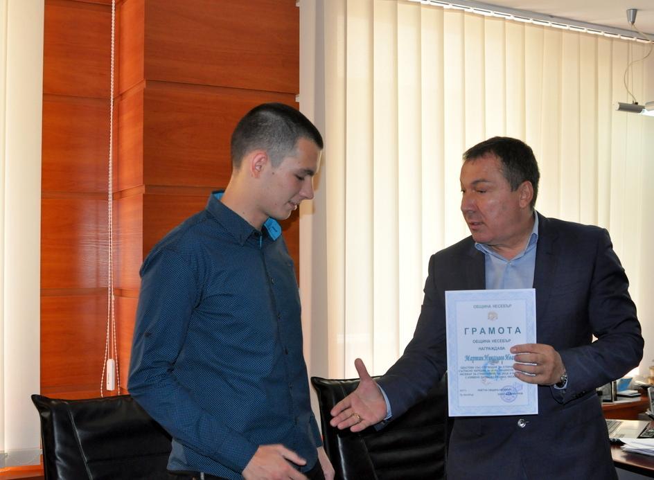 Кметът на Несебър връчи стипендия за отличен успех