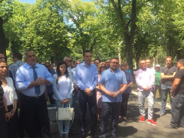 Премиерът Бойко Борисов откри благоустроентата морска градина, пускат четирилентовия път на ул. Крайезерна
