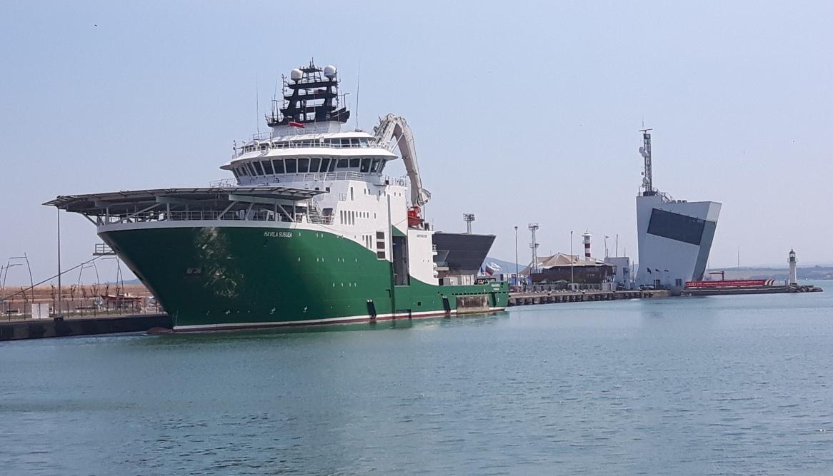 "Научноизследователският кораб ""Havila Subsea"" акостира в бургаското пристанище"