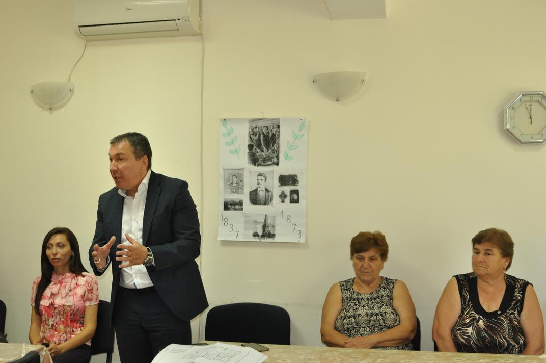 Кметът на Несебър информира местните жители на Оризаре за бъдещите проекти в селото
