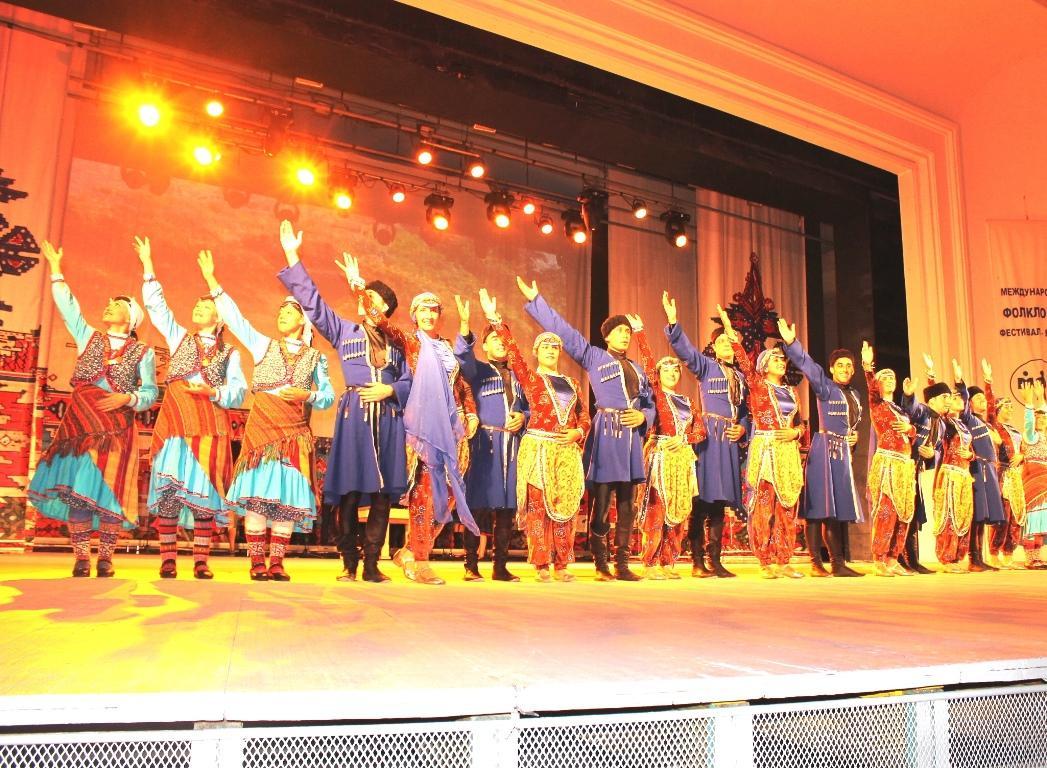 Атрактивни състезатели от Виетнам и Колумбия идват за 45-ия Международен фолклорен фестивал