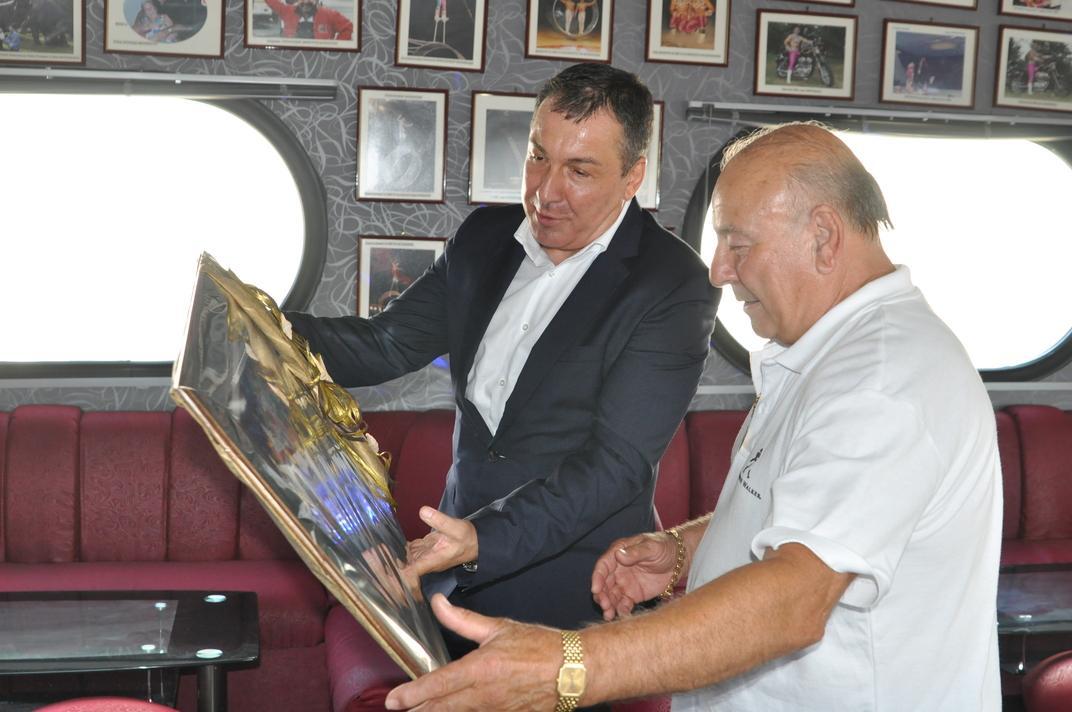 Кметът на Несебър поздрави лично акад. Александър Балкански по повод 75-ия му юбилей