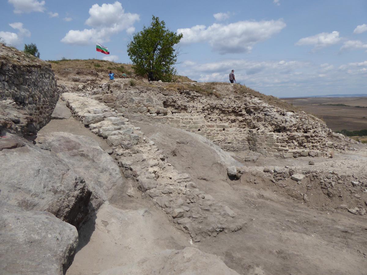 Нови находки в крепостта Русокастро