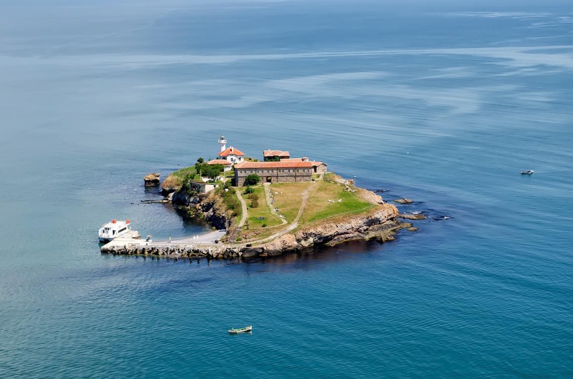 Остров Света Анастасия с по-евтини билети през октомври