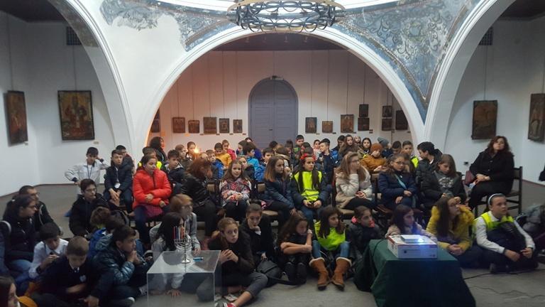 Eврейски традиции оживяват пред ученици от Бургас