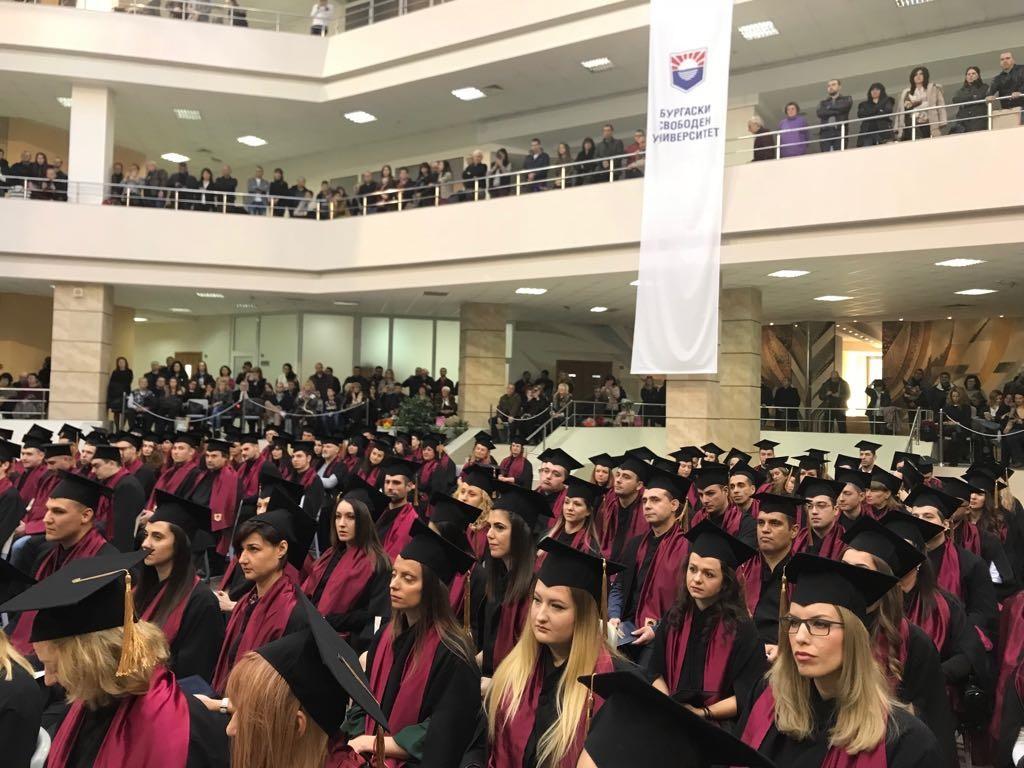 Випуск 2017 на БСУ получи дипломите си на тържествена церемония