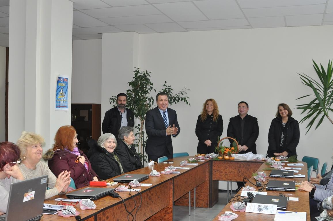 Кметът на Несебър даде старт на курс по компютърно обучение в града