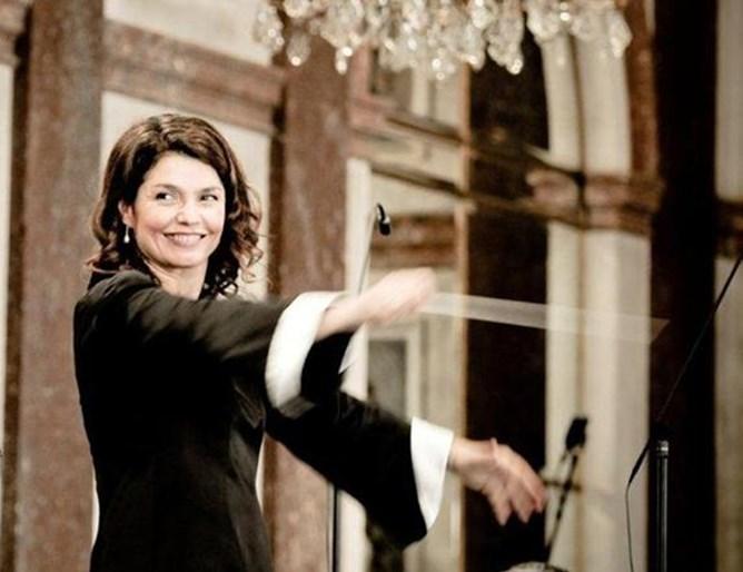 Маестра Любка Биаджони продължава своята празничната концертна програма