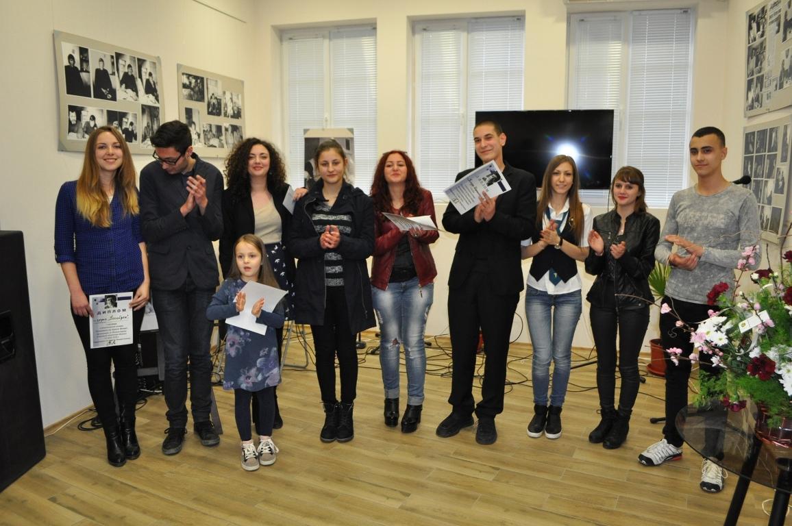 Рецитаторски  конкурс  предизвиква  ученици с артистична дарба