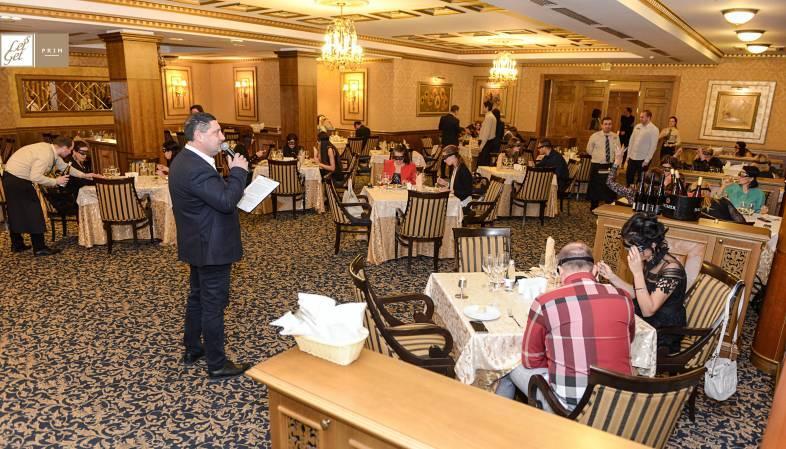 Епизод първи на вечерята на сляпо в Бургас приключи с успех