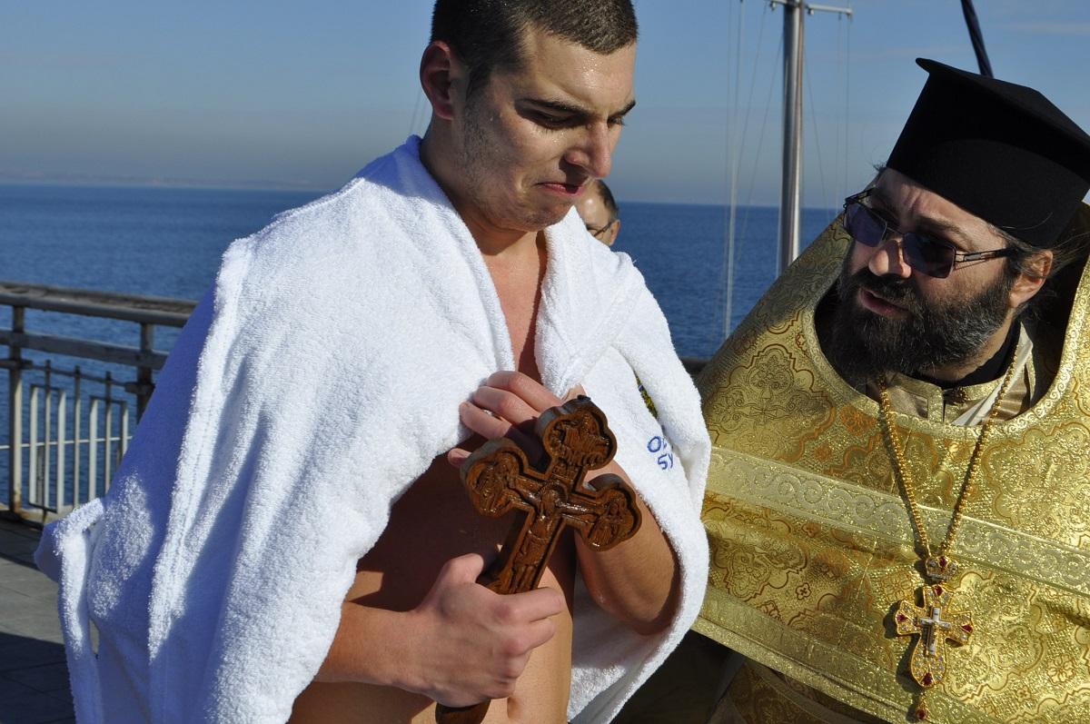 20-годишният  Радул Димитров извади кръста в Бургас