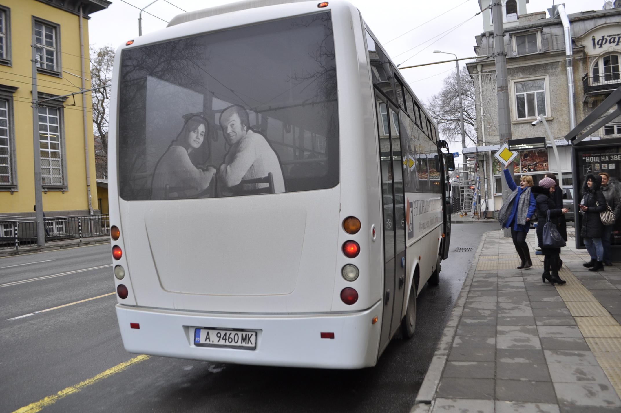 Регионалната библиотека подстрекава към четене в градския транспорт
