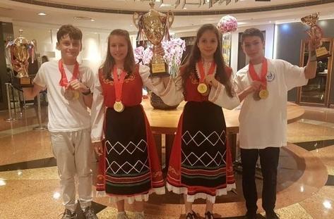 Бургаски математици грабнаха златото на състезание в Хонг Конг