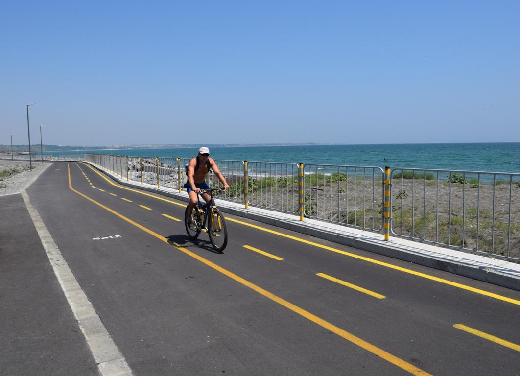 Приключва изграждането на велоалеята до Сарафово
