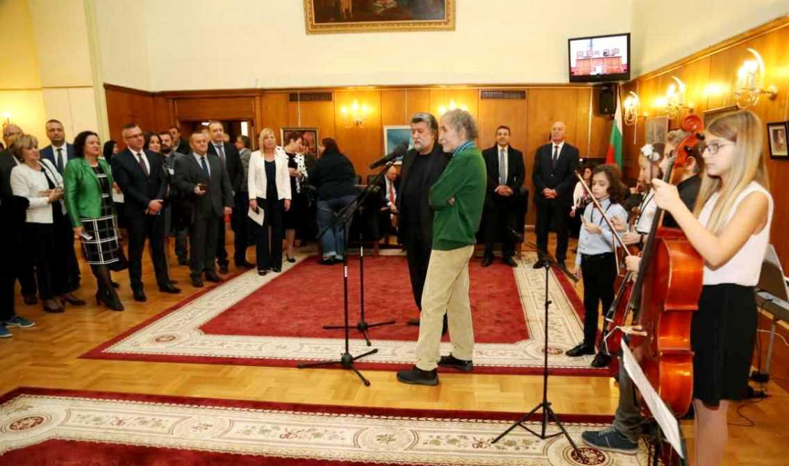 Парламентът вече е по-цветен с картините на Живко Иванов