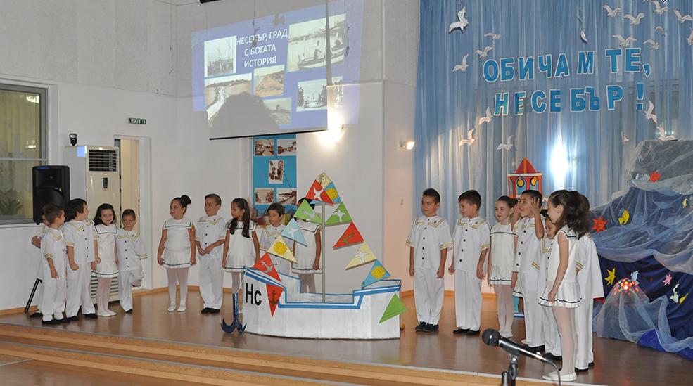 """Децата от група """"Мечо Пух"""" на детска градина """"Калина Малина"""" изнесоха поетична програма, посветена на Несебър"""