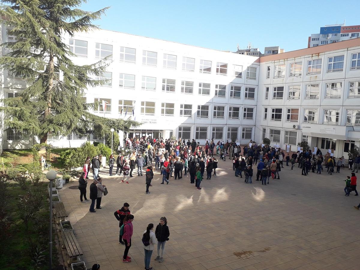 """Над 1450 деца участваха в състезанието """"Обичам те, българска реч"""" на ОУ """"Елин Пелин"""""""