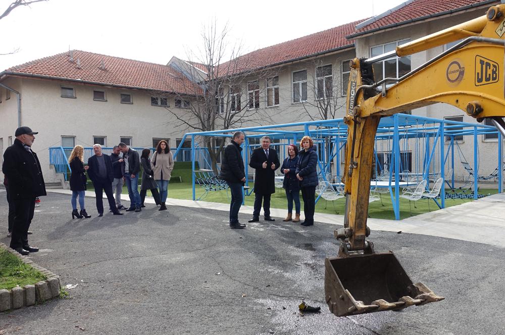 Започна разширяване на училището в Свети Влас