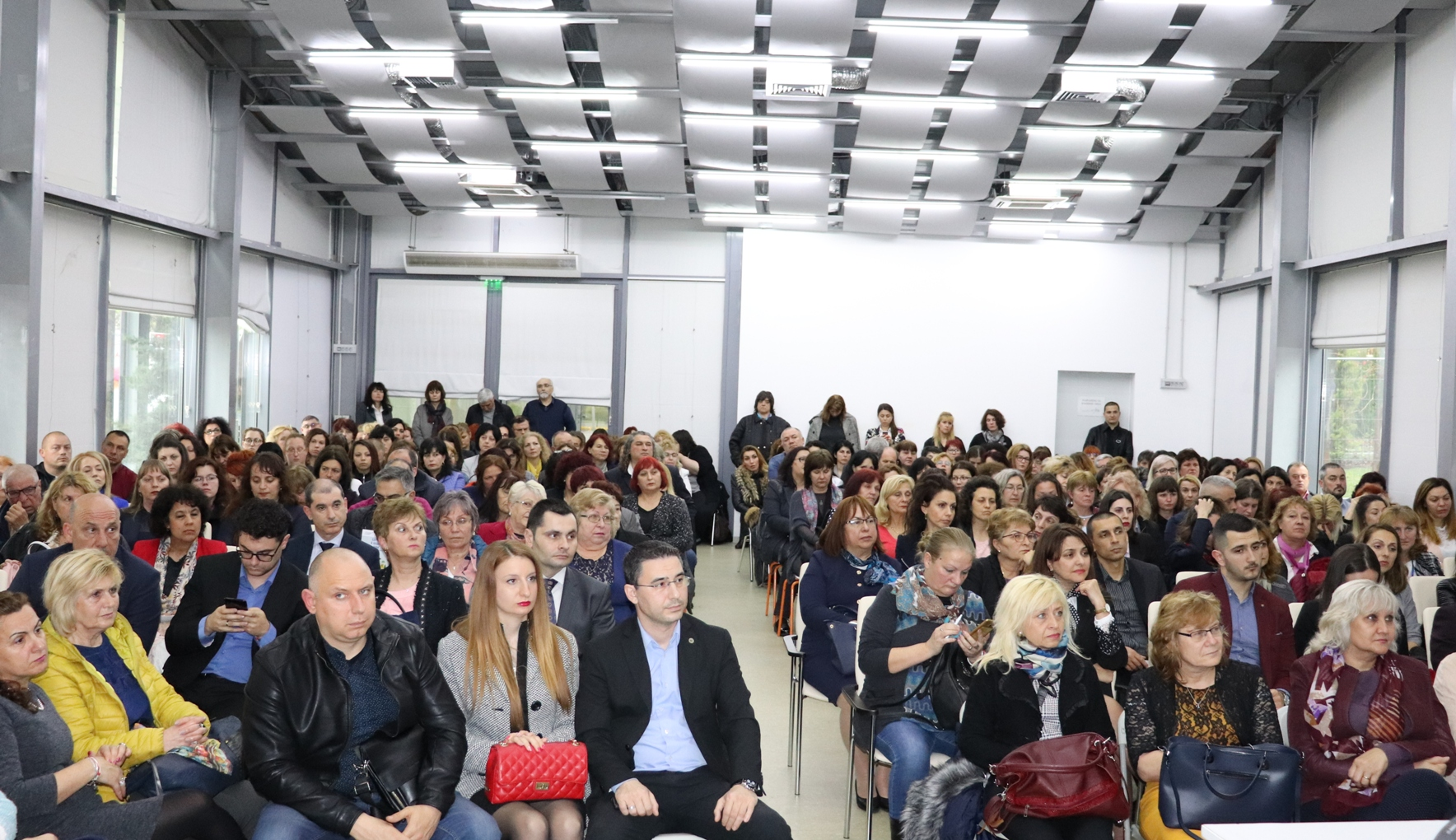 """Модернизират над 140 професионални гимназии по ОП """"Региони в растеж"""""""