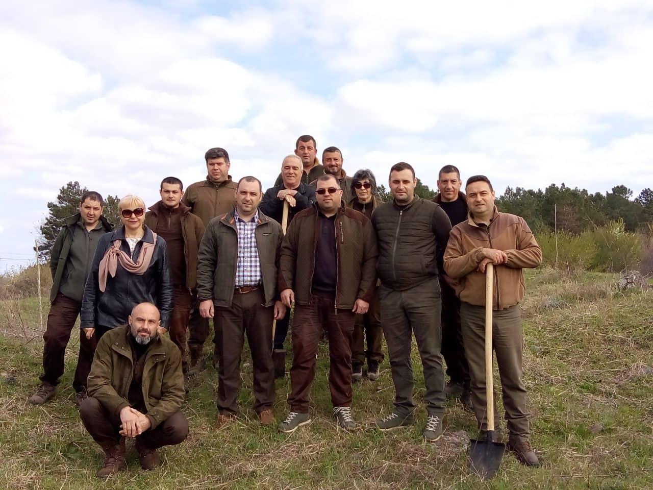 Засадиха фиданки в новия квартал на Приморско по случай Седмицата на гората
