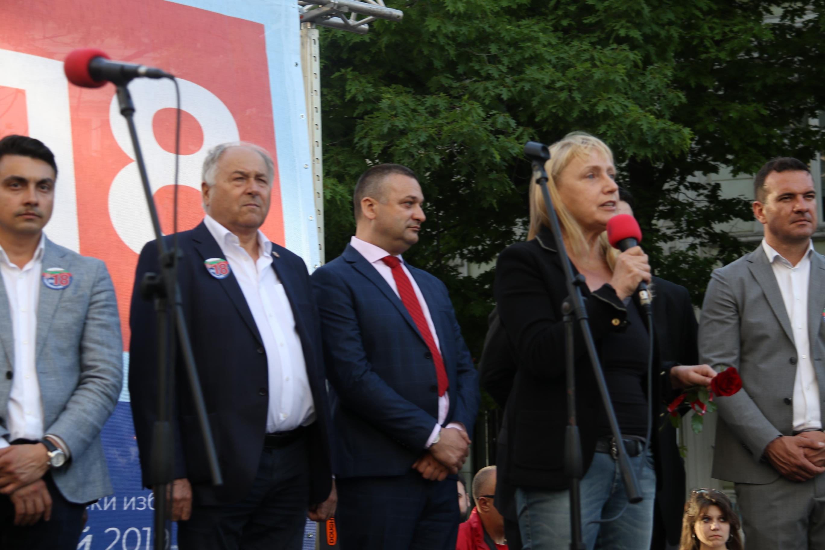 Йончева пита Борисов: На кого сте се обаждал, за да спрат разследванията за къщата в Барселона?