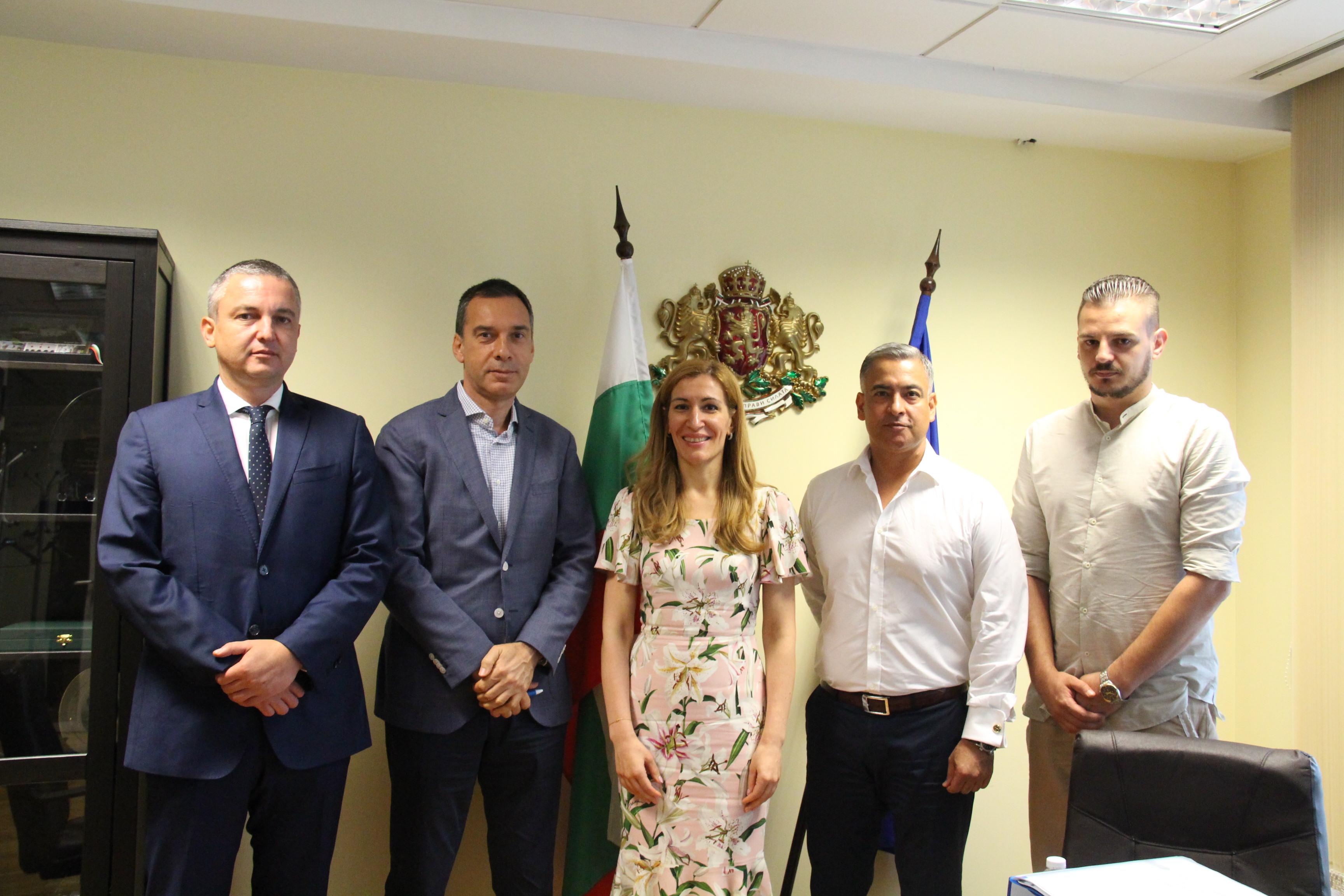 Министърът на туризма представи разработени модели за подкрепа на организирания туризъм пред кметовете на Бургас и Варна