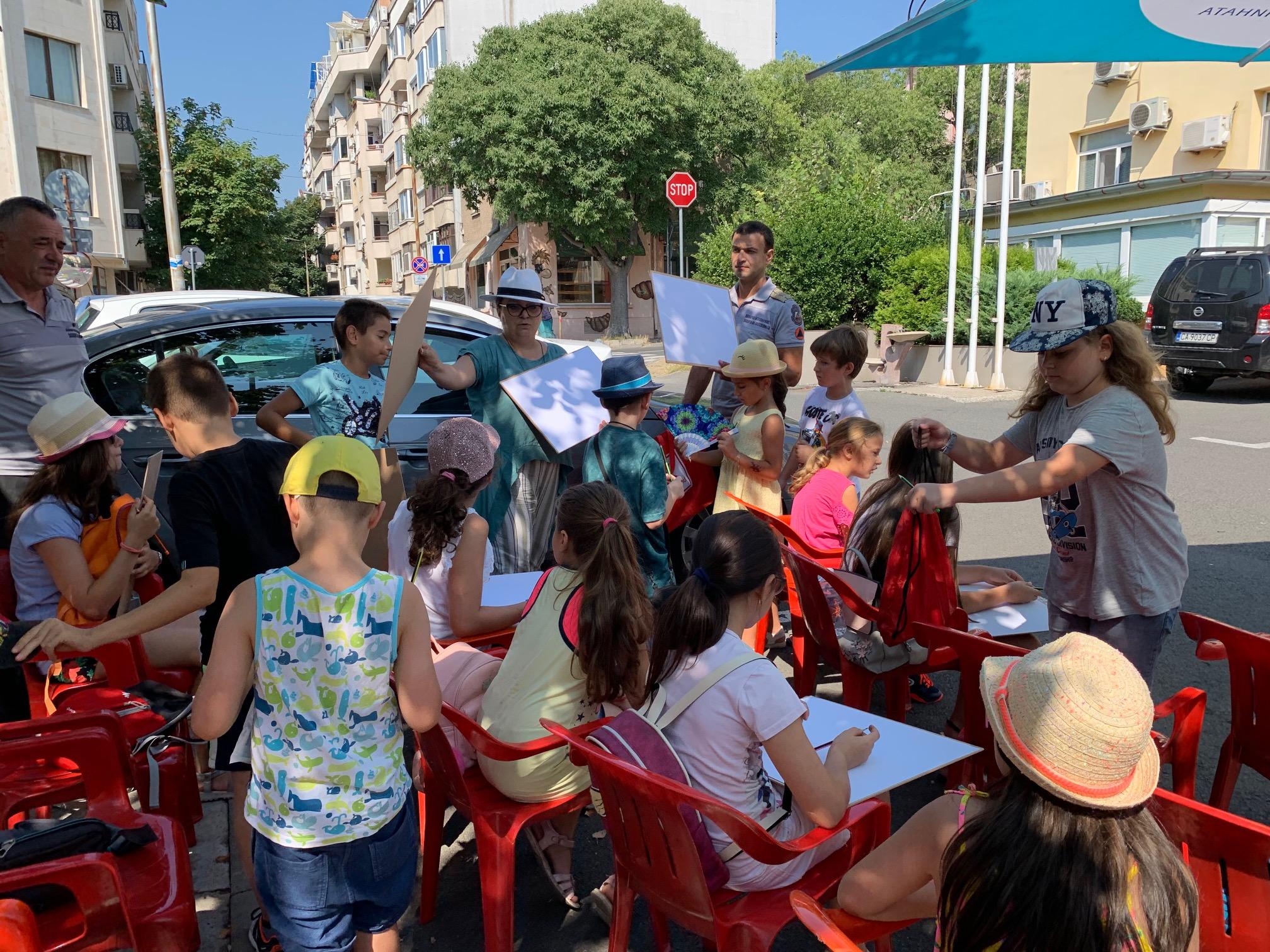 Малчугани от България и Америка участваха в летен рисувален планер