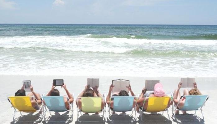 """""""С книга на плажа""""  – изкушение за читателската аудитория в Бургас"""