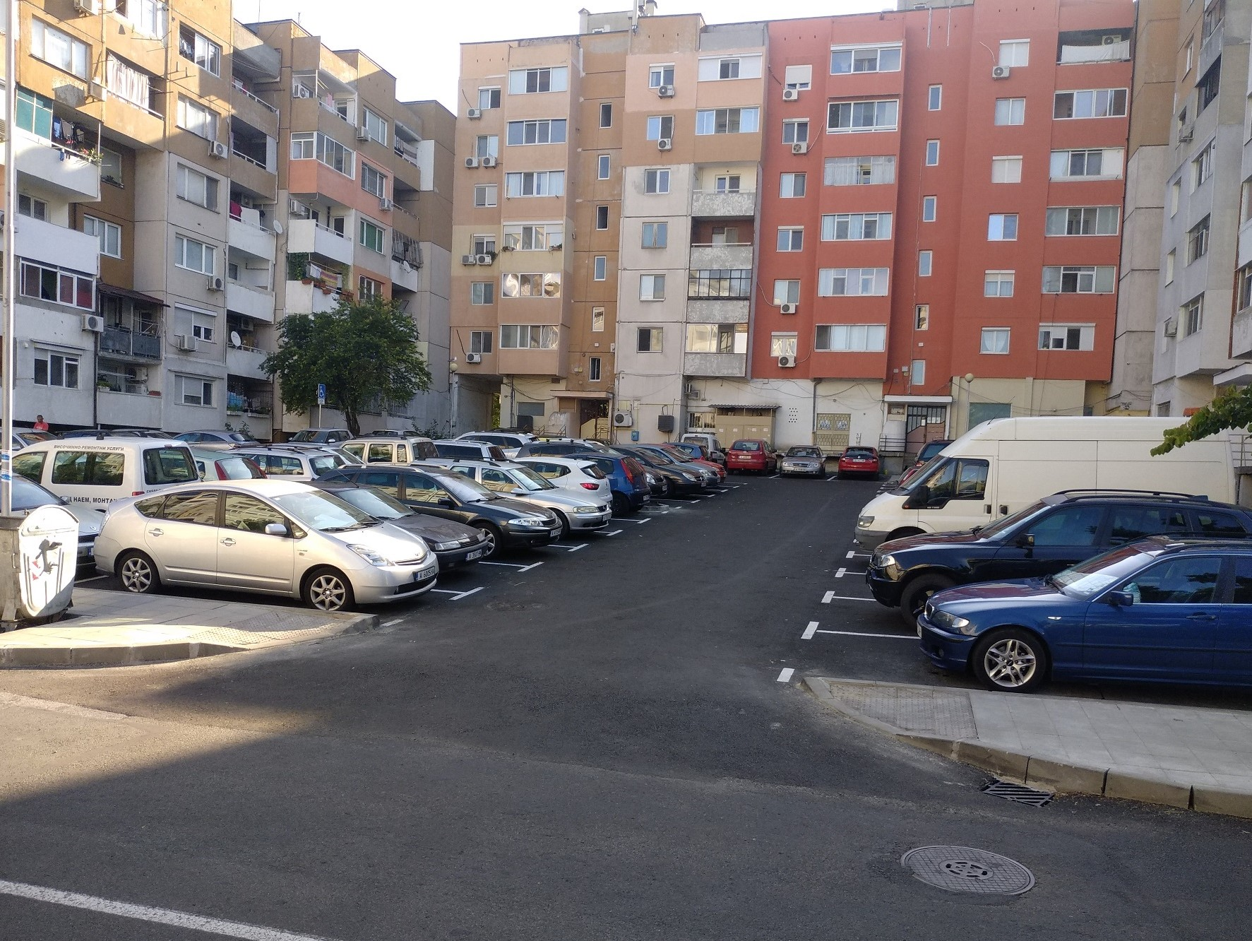 Изградиха нов паркинг и нова детска площадка в Бургас