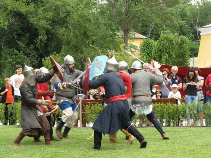 АКВЕ КАЛИДЕ празнува с възстановка на рицарски битки
