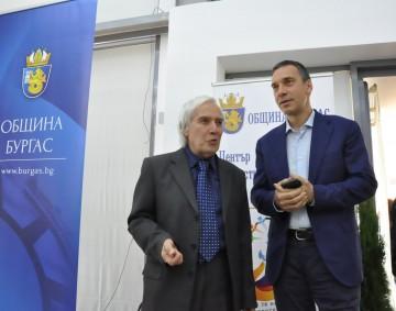 Златният физик Теодосий Теодосиев ще обучава бургаските учители