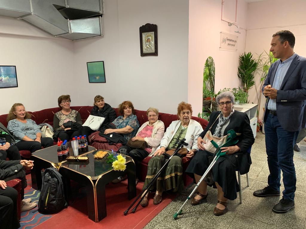 Екип от медици, психолози и социални работници ще се грижи за самотните и болни възрастни хора в Бургас