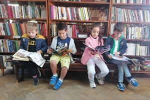 """Децата от ДГ """"Яна Лъскова"""" направиха своето първо посещение в несебърската библиотека"""