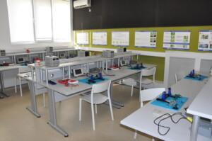 Гимназията по програмиране се сдоби с високотехнологична лаборатория по микроелектроника