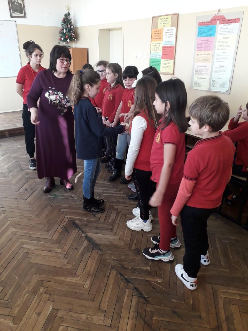 """Урок под наслов """"Българският род велик има приказен език"""" в СУ """"Любен Каравелов""""-Несебър"""