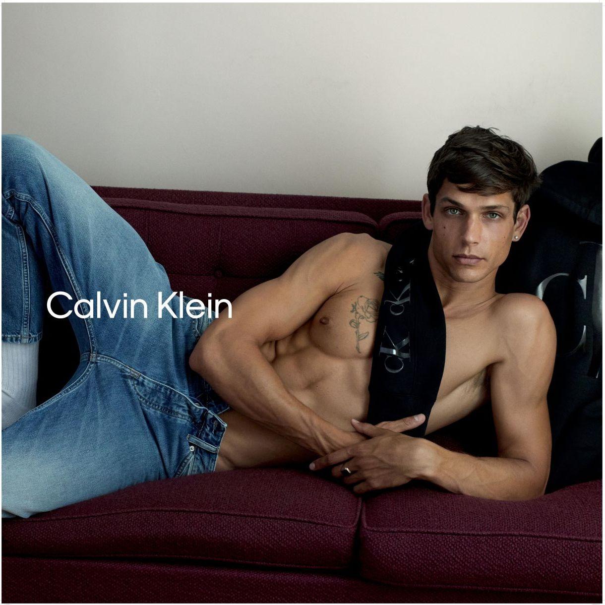 Calvin Klein Jeans с колекция Есен-Зима`2020 в Бургас, представя модната серия ECO