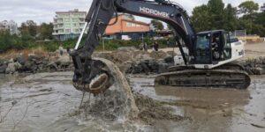 В Приморско почистват устието на река Дяволска против наводнения